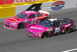 Landon Cassill, Hillman Circle Sport LLC Chevrolet et Greg Biffle, Roush Fenway Racing Ford