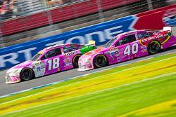 Kyle Busch, Joe Gibbs Racing Toyota et Landon Cassill, Hillman Circle Sport LLC Chevrolet