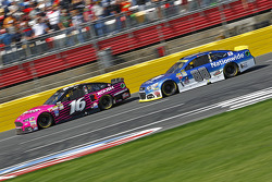 Greg Biffle, Roush Fenway Racing Ford et Dale Earnhardt Jr., Hendrick Motorsports Chevrolet