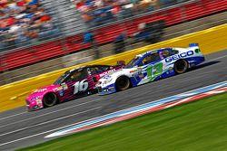 Greg Biffle, Roush Fenway Racing Ford; Casey Mears, Germain Racing Chevrolet