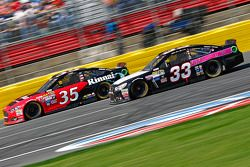 Cole Whitt, Front Row Motorsports Ford et Brian Scott, Chevrolet
