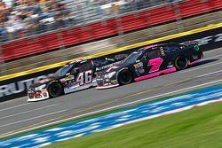 Michael Annett, HScott Motorsports Chevrolet et Alex Bowman, Tommy Baldwin Racing Chevrolet