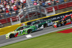 Ricky Stenhouse Jr., Roush Fenway Racing Ford et Sam Hornish Jr., Richard Petty Motorsports Ford