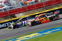 Denny Hamlin, Joe Gibbs Racing Toyota et Austin Dillon, Richard Childress Racing Chevrolet