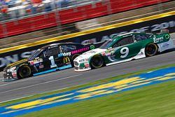 Jamie McMurray, Chip Ganassi Racing Chevrolet et Sam Hornish Jr., Richard Petty Motorsports Ford