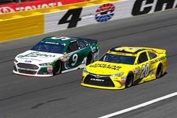 Sam Hornish Jr., Richard Petty Motorsports Ford et Matt Kenseth, Joe Gibbs Racing Toyota