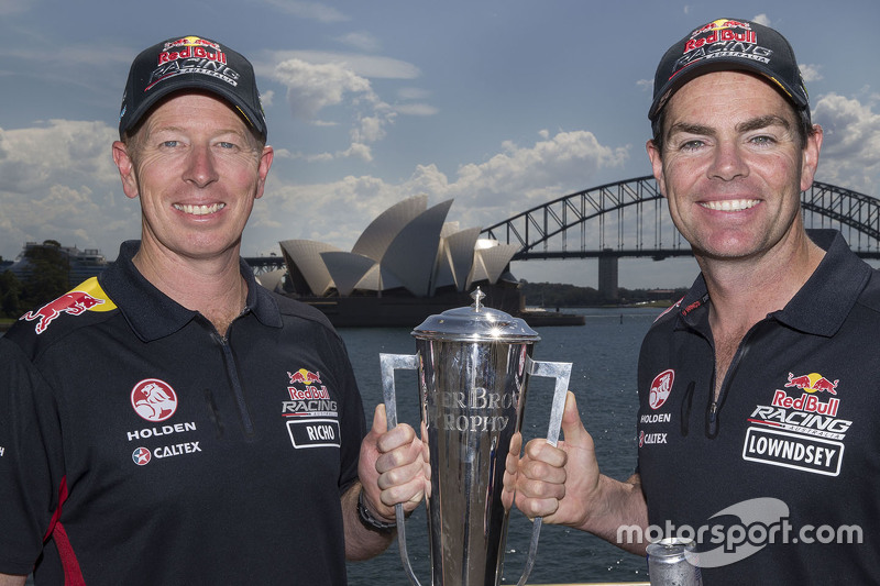 Winnaars Craig Lowndes en Steven Richards, Triple Eight Race Engineering Holdenvieren met de Bathurs