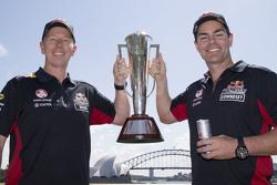 Winnaars Craig Lowndes en Steven Richards, Triple Eight Race Engineering Holdenvieren met de Bathurs