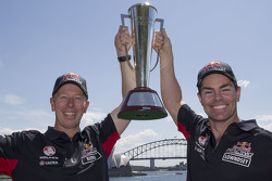 Winnaars Craig Lowndes en Steven Richards, Triple Eight Race Engineering Holden vieren met de Bathur