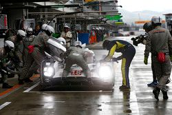 السيارة رقم 18 فريق بورشه 919 الهجينة: رومان دوماس، نيل ياني، مارك لوب