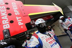 Toyota Racing mecánicos
