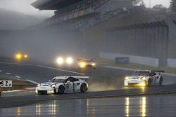 #92 Porsche Team Manthey Porsche 911 RSR: Frédéric Makowiecki, Patrick Pilet y #91 Porsche Team Mant