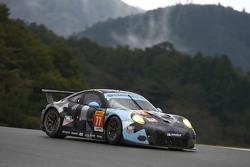 #77 Dempsey Proton Competition Porsche 911 RSR: Patrick Dempsey, Patrick Long, Marco Seefried