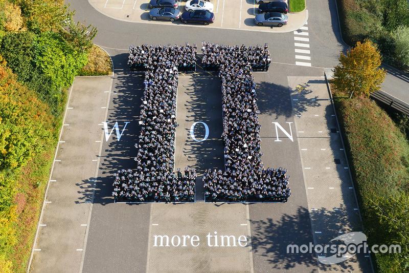 Mercedes feiert den Gewinn der Formel-1-Konstrukteurswertung 2015