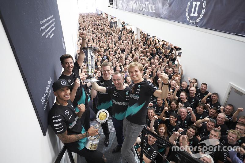 #2 Mercedes, campeones del mundo de constructores de la F1 2015