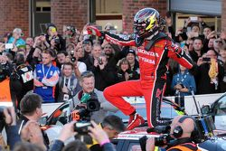 2015年度冠军戈登·谢登庆祝
