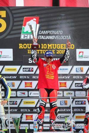 Il campione 2015 Michele Pirro, Barni Racing Team festeggia sul podio