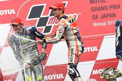 Ganador de la carrera Dani Pedrosa, Repsol Honda Team y el segundo lugar Valentino Rossi, Yamaha Fac