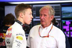 Даниил Квят, Red Bull Racing и доктор Хельмут Марко, консультант Red Bull Racing