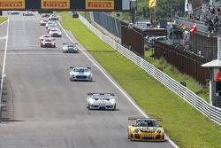#36 Schütz Motorsport Porsche 911 GT3 R: Klaus Bachler, Martin Ragginger leads