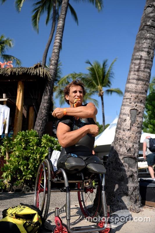 Alex Zanardi si prepara a competere nel triathlon Ironman delle Hawaii