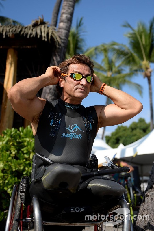 Алекс Дзанарди готовится к триатлону «Гавайский железный человек» (Hawaii Ironman)
