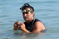 Alex Zanardi compete nel triathlon Ironman delle Hawaii
