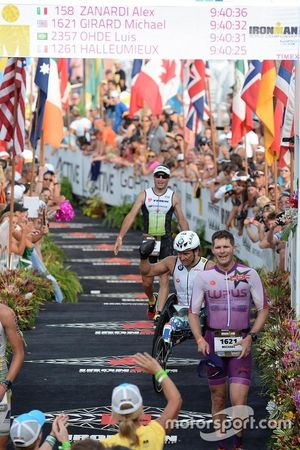 Alex Zanardi Hawaii Ironman Triatlon'u bitiriyor