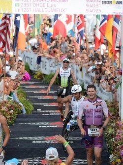 Alex Zanardi finisce il triathlon Ironman delle Hawaii