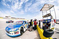 Pit y auto de Enrique Contreras, Race planet