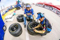 Mecánicos en el pit de Canel's Racing