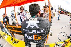(Izq. a Der.) Jimmy Morales, Director deportivo Escudería Telmex, Antonio Pérez, Escudería Telmex y