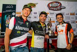 (Izq. a Der.) Luis Felipe Montaño,HO Speed Racing, Rubén Pardo, HO Speed Racing y Rodrigo Marbán, Marbán Racing durante la conferencia de prensa de Nascar México