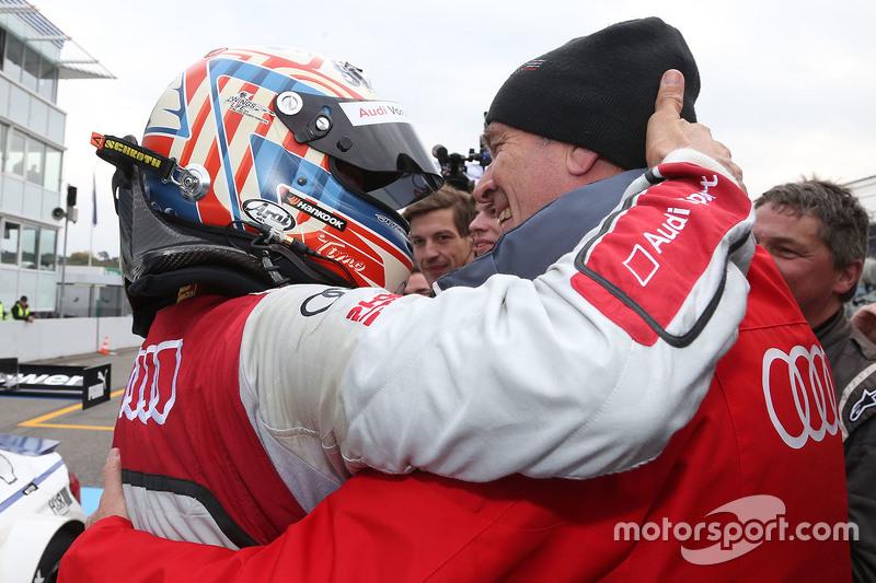 Победитель гонки - Тимо Шайдер, Audi Sport Team Phoenix Audi RS 5 DTM и доктор Вольфганг Ульрих, гла