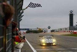 #911 Porsche Takımı Porsche 911 GT3 R: Nick Tandy, Frédéric Makowiecki üçüncü sırayı alıyor