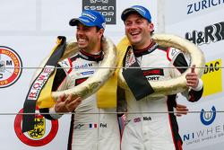 Podio: tercer lugar Nick Tandy, Frédéric Makowieck, Porsche Team