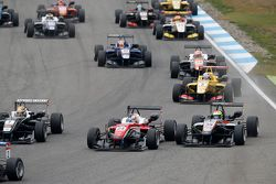 Максимилиан Гюнтер, Prema Powerteam Dallara Mercedes-Benz и Александр Симс, HitechGP Dallara Mercede