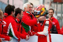 Lawrence Stroll félicite son fils Lance Stroll, Prema Powerteam Dallara Mercedes-Benz, vainqueur de la Course 1
