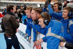 Carlin mechanics celebrate their Race 2 victory