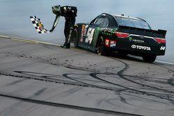 Ganador de la carrera Kyle Busch, Joe Gibbs Racing