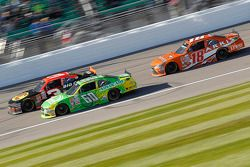 Ty Dillon, Richard Childress Racing Chevrolet ve Chris Buescher, Roush Fenway Racing Ford ve Daniel