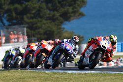 Andrea Iannone, Ducati Team, mène
