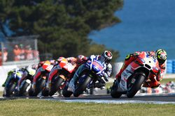 Andrea Iannone, Ducati Team, aan de leiding