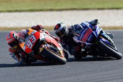 Marc Marquez, Repsol Honda Team passeert Jorge Lorenzo, Yamaha Factory Racing