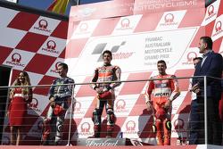 Podium : le deuxième, Jorge Lorenzo, Yamaha Factory Racing, le vainqueur Marc Marquez, Repsol Honda