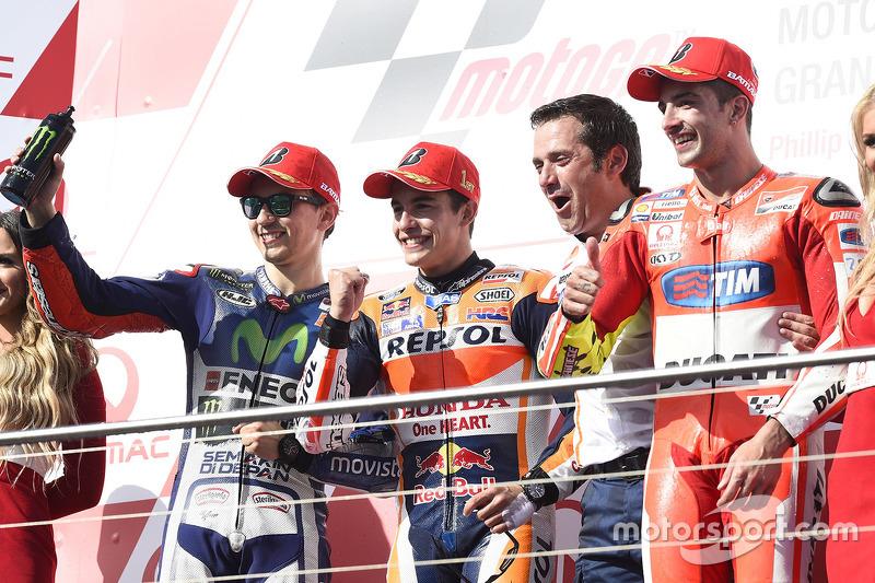 Podium 2015: Pemenang balapan, Marc Marquez, Repsol Honda Team; Peringkat kedua, Jorge Lorenzo, Yamaha Factory Racing; Peringkat ketiga, Andrea Iannone, Ducati Team