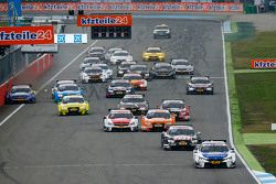 Départ : Maxime Martin, BMW Team RMG BMW M4 DTM mène