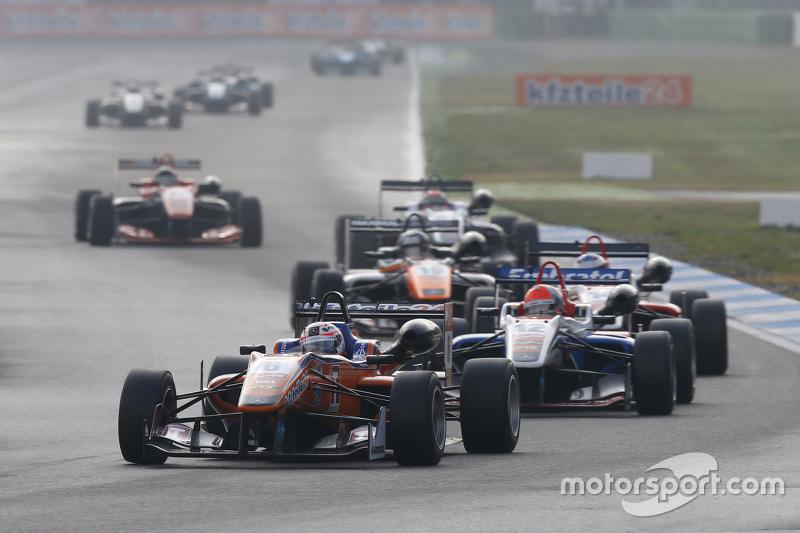 Michele Beretta, Mücke Motorsport Dallara Mercedes-Benz ve Pietro Fittipaldi, Fortec Motorsports Dallara Mercedes-Benz