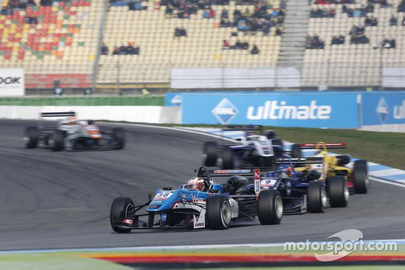 Raoul Hyman, Team West-Tec F3, Dallara Mercedes-Benz; Tatiana Calderon, Carlin, Dallara Volkswagen