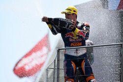 Miguel Oliveira, Red Bull KTM Ajo festeggia la vittoria sul podio